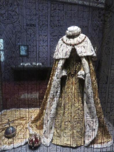 couronnement robe